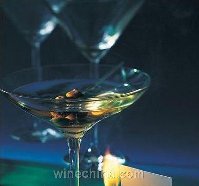 :鸡尾酒用带梗樱桃1个   还需要:调酒壶、隔冰器、冰镇过的香槟酒