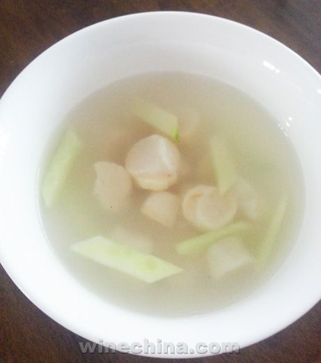 """之味菜谱(139):乔士迈酒庄""""莲""""白葡萄酒配烤鲜贝蔬菜汤"""
