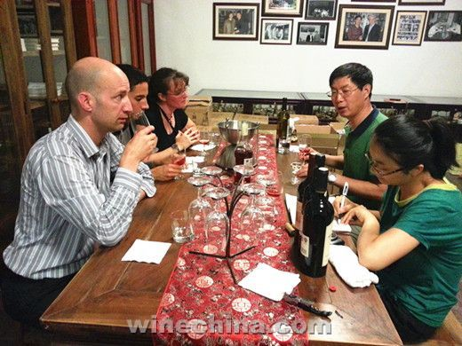 Three US Economics Professors Paid Research Trip on China Wine Industry