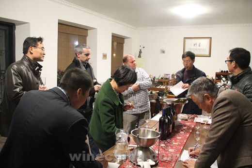 佳酿酒窖举行贺兰山系列产品品鉴会