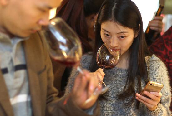"""愤怒的葡萄酒:曾经的""""奢侈品""""如今只能靠""""价格战""""?"""