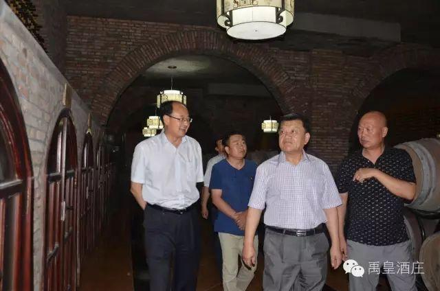 【葡粹动态】自治区人大常委会副主任王儒贵一行莅临禹皇酒庄参观调研
