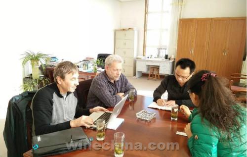 美国抗寒葡萄育种专家来中国考察