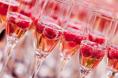 原来诱人的桃红香槟是这样酿造的!
