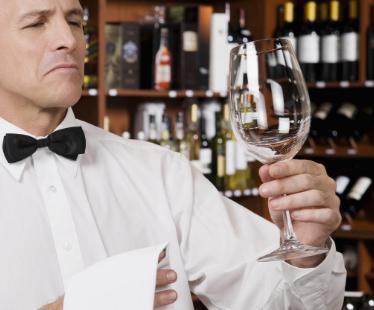涨姿势:品鉴葡萄酒时需要换杯么?