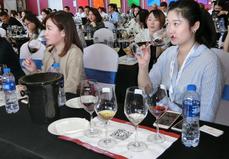"""""""抱团""""6年走红江浙,河西走廊葡萄酒产区盯上北上广!"""