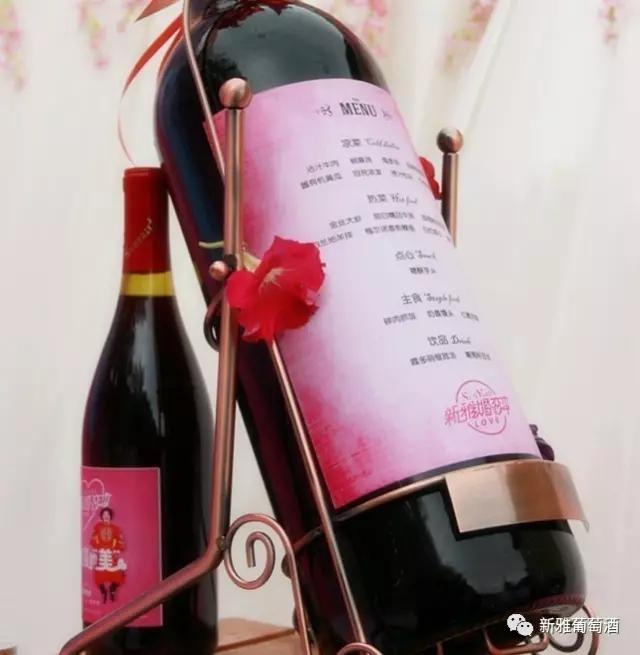 对于葡萄酒,每一场婚礼都有专属定制的葡萄酒,我的婚礼也是如此,婚礼现场开启的每一瓶葡萄酒,都是为新人送上的完美祝福。