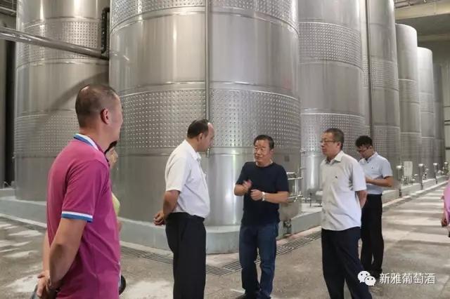 哈密副市长艾尔肯•赛来领导一行莅临新雅酒业调研坚