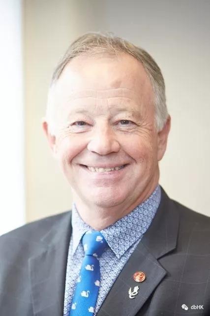 WSET的Ian Harris授予英国MBE勋章