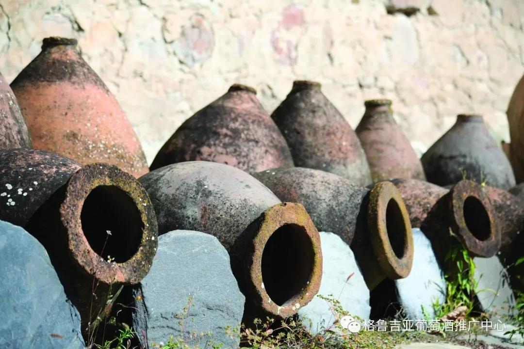 古老的格鲁吉亚Qvevri陶罐
