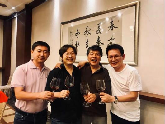葡萄酒界大咖来焉耆县指导酿酒葡萄产业发展
