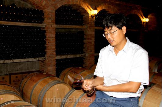中国酿酒师风采录(5)王振平:贺兰山下葡萄树